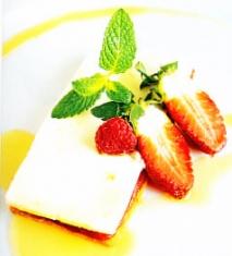 Milhojas de queso , membrillo y sablée