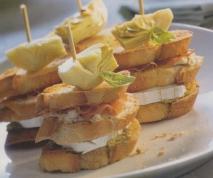 Montaditos de jamón, queso de cabra  y alcachofas