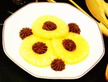 Mousse de chocolate con piña