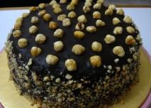 Pastel de chocolate con avellanas