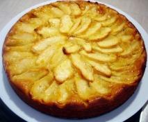 Pastel de crema y manzanas