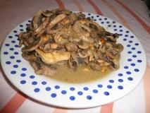 Pechugas de pollo con champiñones y mostaza