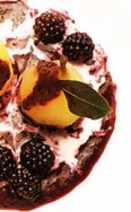 Peras con salsa de moras