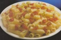 Plumas con tomate y panceta