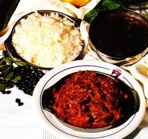 Ropa vieja con arroz blanco y fríjoles negros