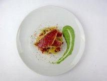 Salmonetes y alcachofas al cilantro