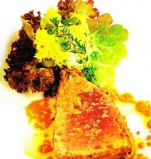 Semicuit de atún y escabeche de romesco