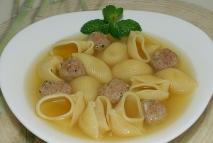 Sopa de galets con albóndigas caseras