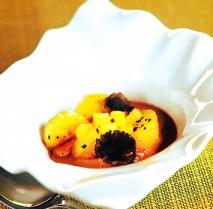 Sopa de trufa con chocolate, naranja, plátano y piña