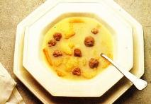 Sopa tostada con pelotitas