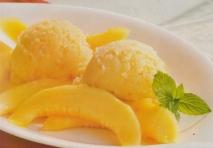 Sorbete de melón, frutas confitadas y almendras