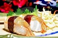 Sushi con camarones