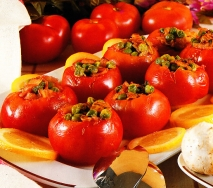 Tomates rellenos con guisantes
