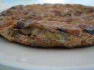 Tortilla de patatas y alcachofas