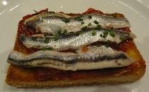 Tosta con sardinas