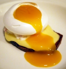 Tostas de flanes de huevo con daditos de jamón cocido