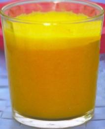 Zumo de mandarinas y melocotón
