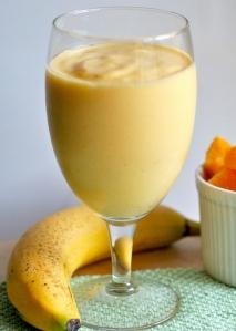 Batido de naranja, plátano y yogur